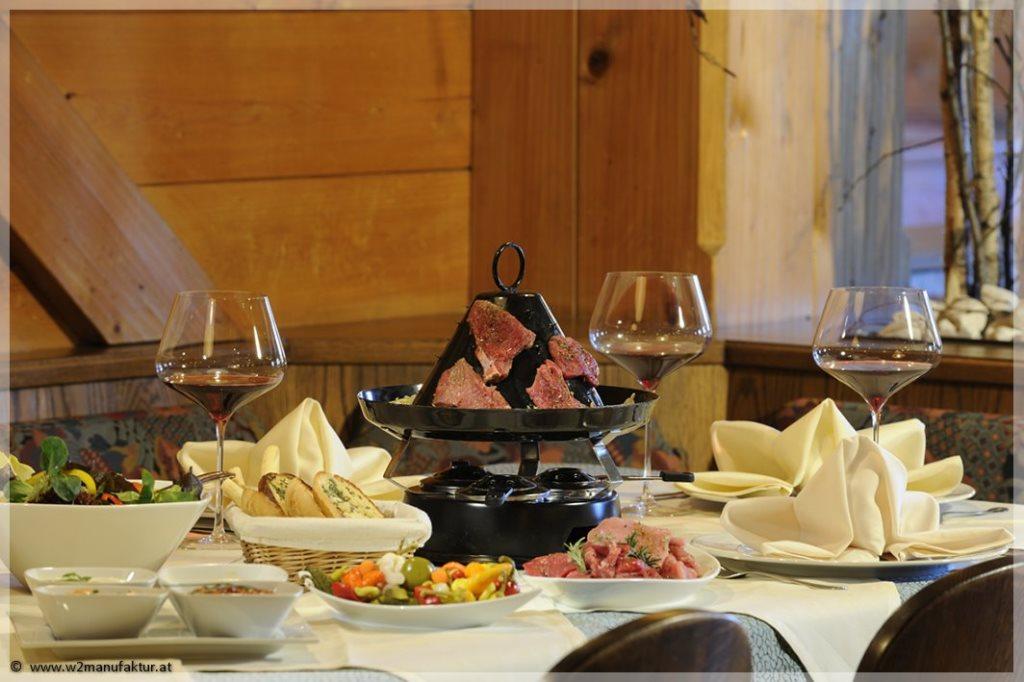 W2_Forsthofalm_restaurant_tischw_0503