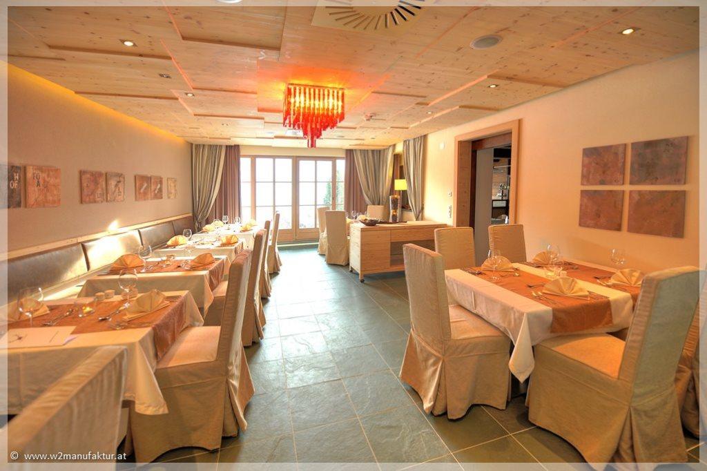 W2_Forsthofalm_restaurant_tischw_dekor_vorhangstangen_0024